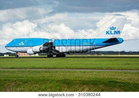 Klm Boeing 747-400 Ph-bfw Passenger Plane Departure At Amsterdam Schipol Airport