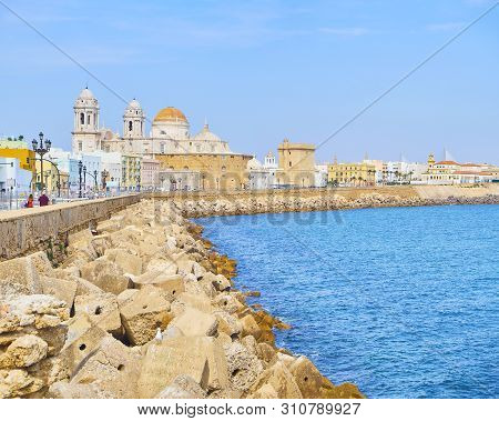 Cadiz, Spain - June 23, 2019. Paseo Campo Del Sur Promenade With The Cadiz Cathedral Called Santa Cr