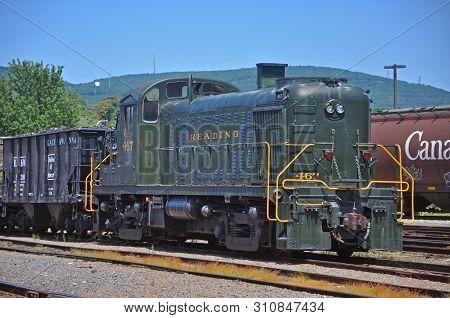 Scranton, Pa, Usa - Aug 7, 2010: Reading Railroad Rdg 467 Is A Alco Rs3 Diesel Locomotive In Steamto
