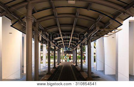 Singapore-05 Jan 2019:the Shelter Pedestrian Corridor In Singapore Hdb Residential Area
