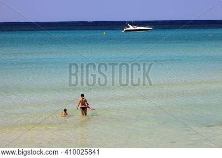 Es Trenc, Majorca / Spain - August 25, 2016: Tourist At Es Trenc Beach, Colonia De Sant Jordi, Mallo