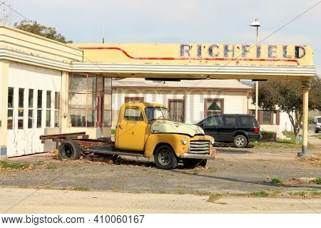 February 22, 2021 In Farmersville, Ca:  Vintage Gas Station With A Historic Truck Out Front Taken In