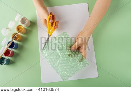 Diy And Kids Creativity Step By Step Instruction: Drawing Greeting Card Using Bubble Wrap. Step2 Chi