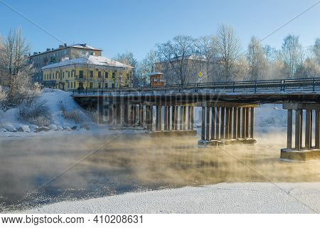 Vytegra, Russia - February 23, 2020: Frosty February Day At The City Bridge On The Vytegra River. Vo