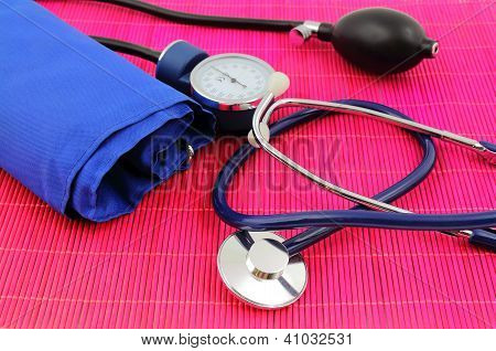 Medical sphygmomanometer, tensiometer.