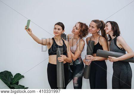 Healthy Atletic Women Socialising At Yoga Club, Taking Selfie