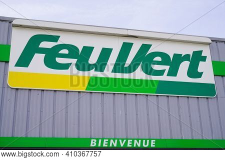 Bordeaux , Aquitaine France - 02 25 2021 : Feu Vert Brand Text And Logo Sign Of French Automotive Re