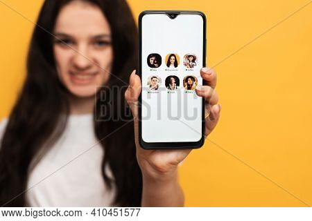 The Girl Is Holding A Smartphone With The Club House App Interface On The Screen. Clubhouse Drop-in