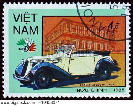 Vietnam - Circa 1985: A Stamp Printed In Vietnam Shows 1934 Lancia Augusta, Vintage Italian Car, Cir