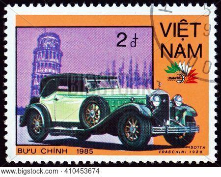 Vietnam - Circa 1985: A Stamp Printed In Vietnam Shows 1928 Isotta Fraschini, Vintage Italian Car, C