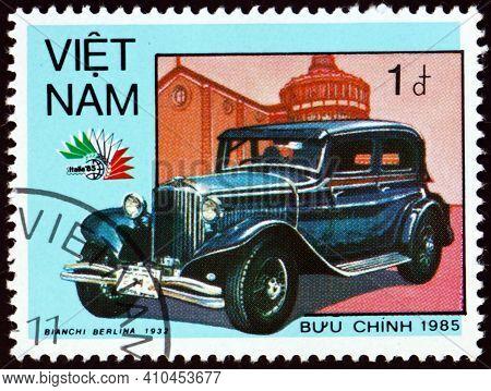Vietnam - Circa 1985: A Stamp Printed In Vietnam Shows 1932 Bianchi Berlina, Vintage Italian Car, Ci