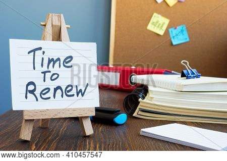 Time To Renew Memo On The Sheet In The Workplace.