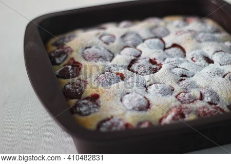 Homemade Strawberry Cake. A Simple Yellow Cake With Lots Of Fresh Strawberries And Powdered Sugar Sp