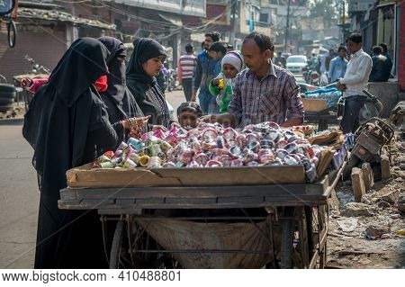 Jaipur, India. 09-05-2018. Women Are Buying Bracelets From A Man In The Local Market In The Center O