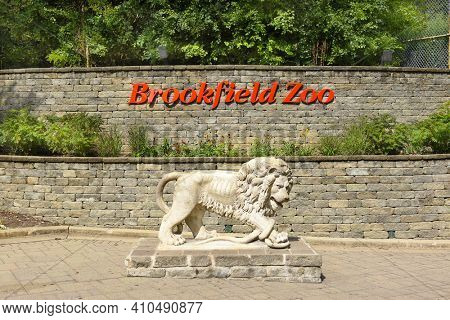 BROOKFIELD, ILLINOIS - SEPTEMBER 7, 2016: Brookfield Zoo Sign. The zoo, which opened on July 1, 1934, encompassing 216 acres is managed by the Chicago Zoological Society.