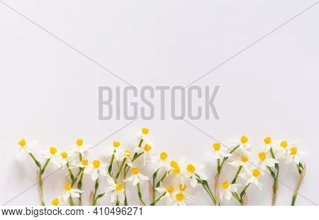 Spring Styled Stock Minimalistic Photo. Easter Concept. Feminine Desktop Scene With Bouquet Of Narci