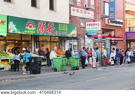 San Francisco, Usa - April 9, 2014: People Walk By Chinese Food Store In Chinatown In San Francisco,