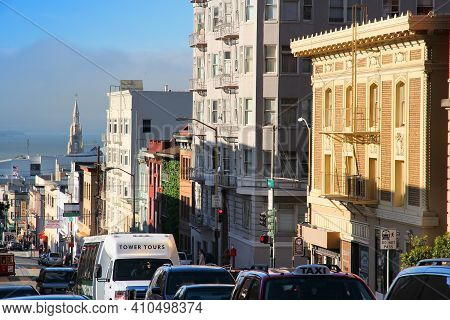 San Francisco, Usa - April 9, 2014: People Drive In The Steep Streets Of San Francisco, Usa. San Fra