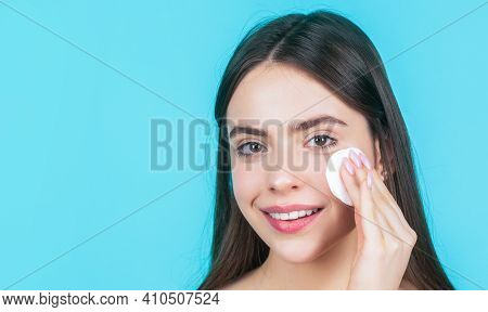 Beautiful Brunette Woman With Clean Perfect Fresh Skin Using Cotton Pad Skin Care Concept. Concept O