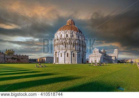 意大利-比萨-圣若望洗礼堂battistero Di San Giovanni