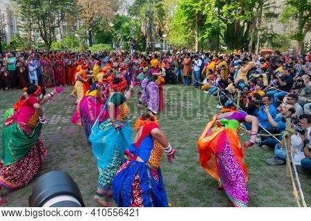 Kolkata,india- 21st March 2019: Girl Dancers,dressed In Colourful Sari (traditional Indian Dress) An