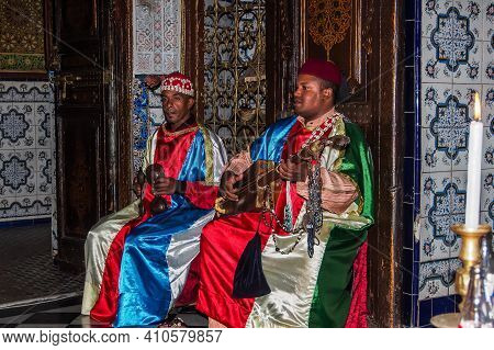 Marrakesh, Morocco - Oct 22, 2019: A Group Of Musicians Playing Traditional Folk Music In A Restaura