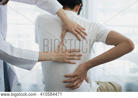 Female Physiotherapists Provide Physical Assistance To Male Patients With Back Injuries Back Massage
