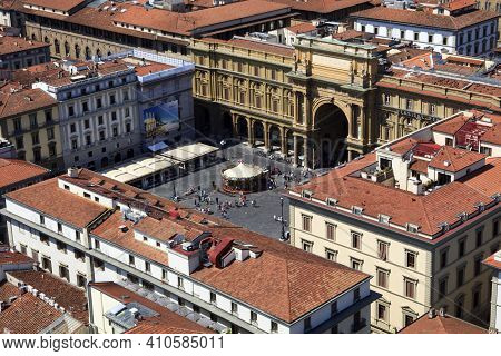 Firenze, Italy - April 21, 2017: View Of Florence City Center In Firenze, Tuscany, Italy