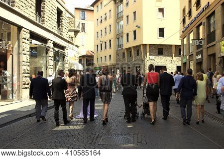 Firenze, Italy - April 21, 2017: People Walking Along A Busy Pedestriansed Street In Florence, Firen