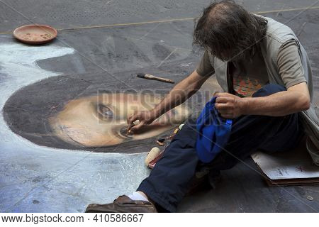 Firenze, Italy - April 21, 2017: Street Artist Painter In Florence, Firenze, Tuscany, Italy