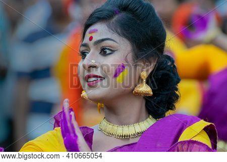 Kolkata, India - 21st March, 2019 : Portrait Of Girl Dancer, Dressed In Sari (traditional Indian Dre