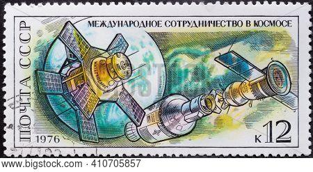 Ussr - Circa 1976: Postage Stamp 'interkosmos Satellite, Apollo - Soyuz, Space Link' Printed In Ussr