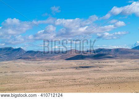 Istmo de la Pared - Fuerteventura at its narrowest point. Stone desert