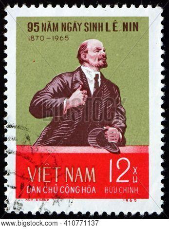 Vietnam - Circa 1965: A Stamp Printed In Vietnam Shows V. I. Lenin, Portrait, Circa 1965