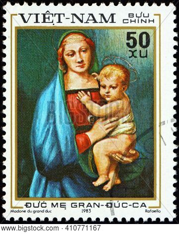 Vietnam - Circa 1983: A Stamp Printed In Vietnam Shows Granduca, The Virgin Mother, Painting By Raph