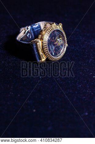 Old Watch, Retro Watch On Black Background, Watch In The Dark, Golden Watch On Black