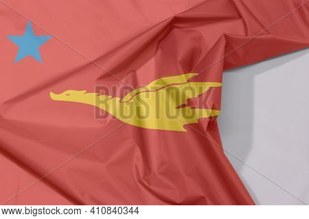 New Mon State Party Fabric Flag Crepe And Crease With White Space, The Golden Drake Flying On Red To