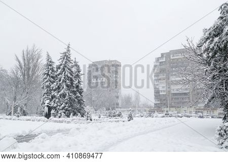 Odessa, Ukraine - January, 28 2021: Snow-covered Winter Street In A City, Trees Covered With Ice And