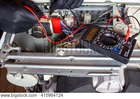 Electronics Repair Service Master Using Multimeter - Tester To Determine The Problem Part. Identify