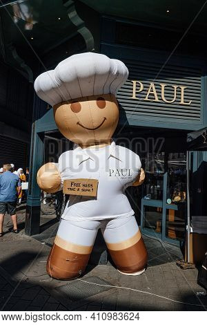 Strasbourg, France - July 9, 2017: Large Announcement - Free Hugs Sticker On Large Chef Air Statue N