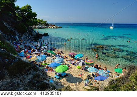 Chalkidiki,  Greece - August 14, 2017 : Tourists Enjoying An Amazing Beautiful Beach With Turquoise