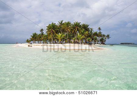 Crystal Clear Water At Perfect Caribbean Island. San Blas, Panama. Central America.