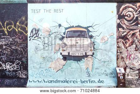 East Side Gallery Graffiti Trabant