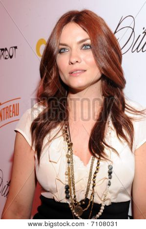 Jodi Lyn O'Keefe on the red carpet.