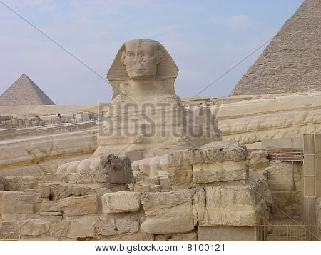 Egyptian artefacts and pyramids