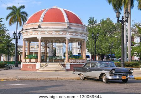 Cuba Old Car