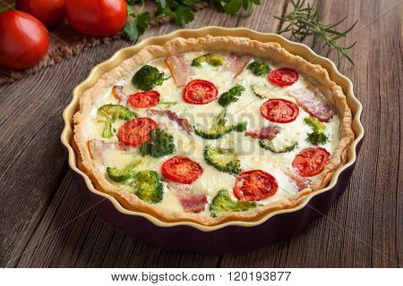 Traditional homemade quiche lorraine tart pie with broccoli and tomatoes
