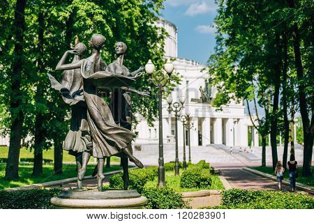 Statues depicting three graceful ballerina dancing in the park n