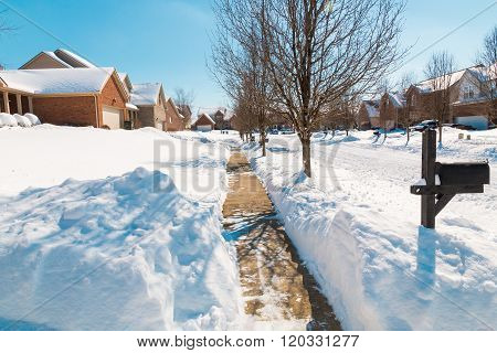 Snowy Street , Winter Scenery