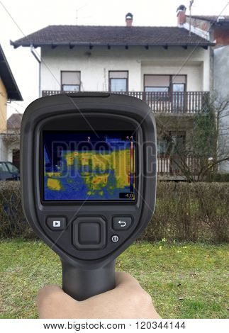 House Facade Thermal Imaging Analysis